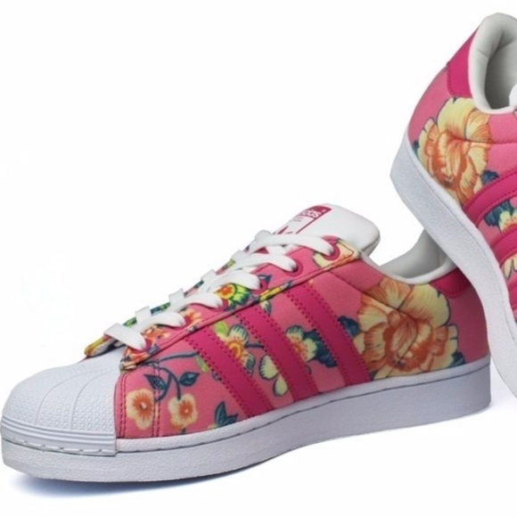 sale retailer 6df90 fd66a Adidas Originals Pink Floral Superstars - Sz 8